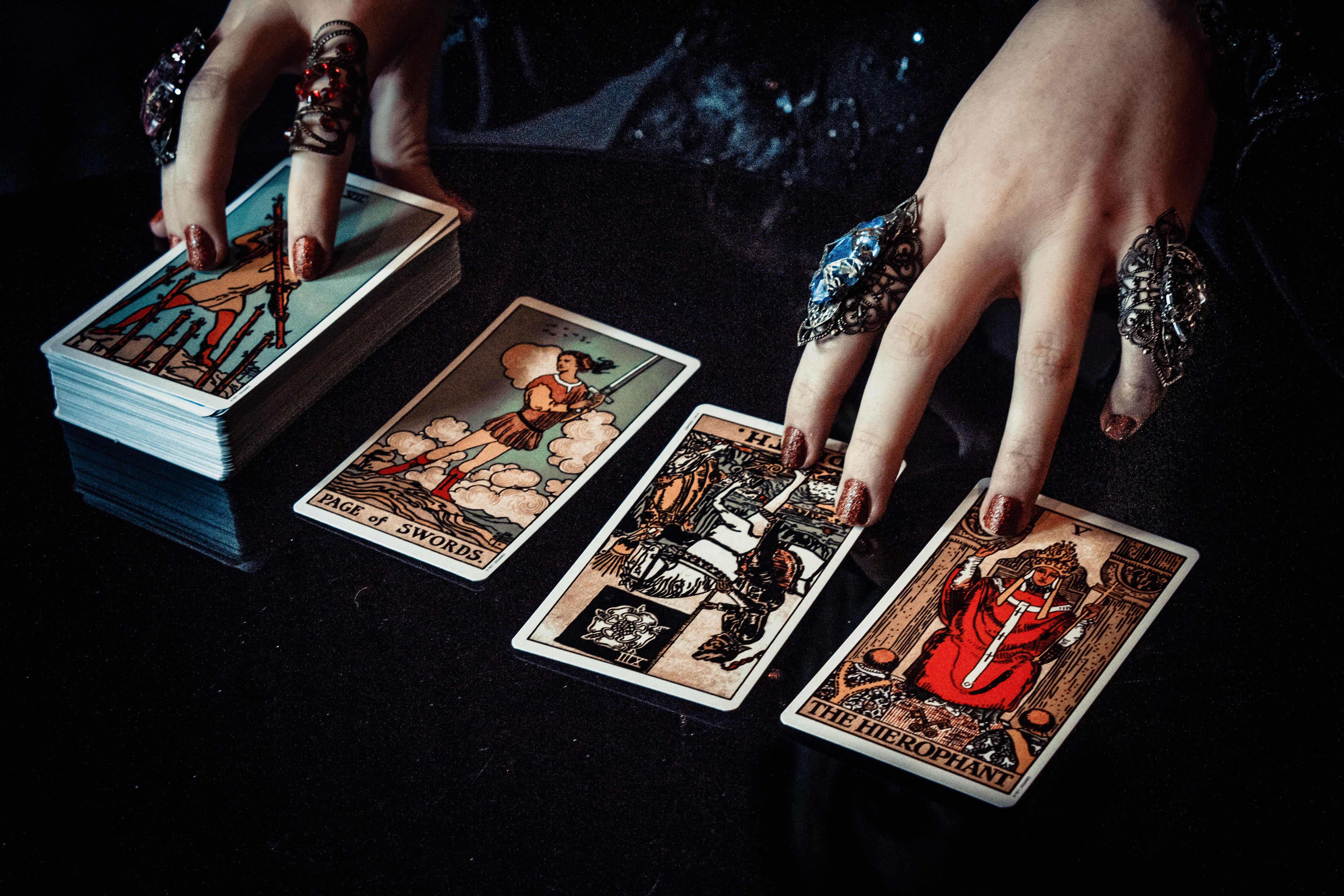 So You Want to Read Tarot? – Witch Way Magazine